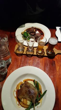 Cowes, أستراليا: Kangaroo fillet and confit duck maryland