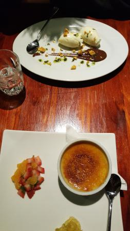 Cowes, أستراليا: Apple creme brulee and white chocolate mousse