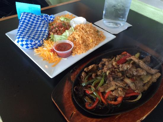 Walled Lake, MI: Steak fajitas