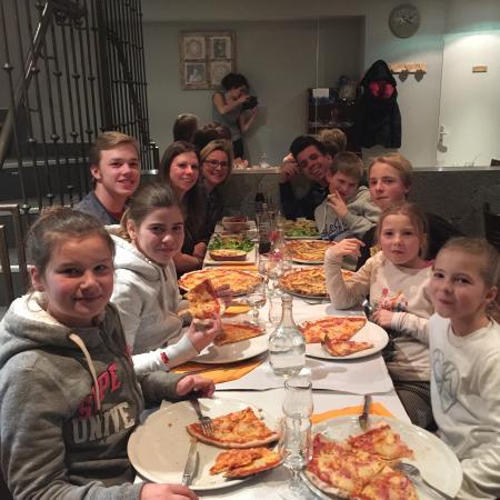 Table familiale photo de la picoraille le corbier for Table familiale