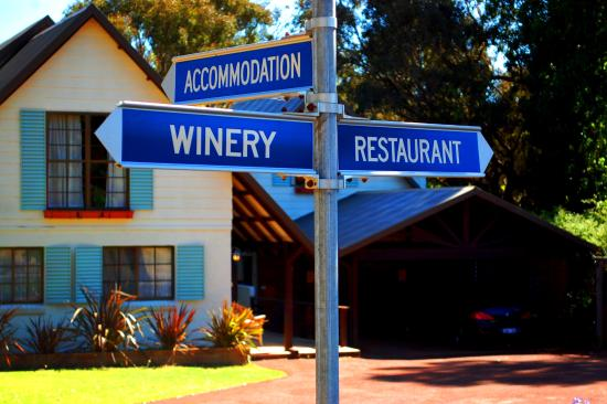 Sienna Lodge: Accommodation Winery Restaurant
