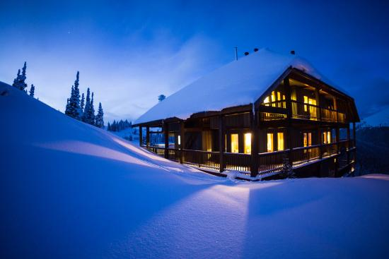 Purcell Mountain Lodge: Night view