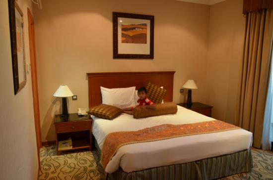 The Country Club Hotel: Room