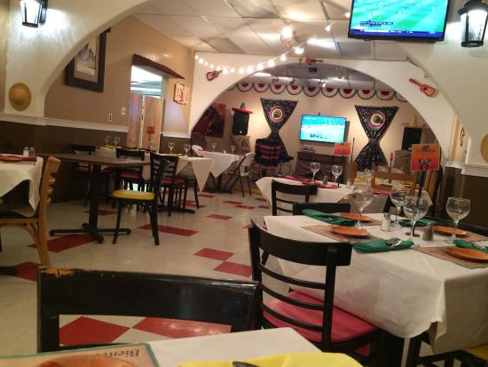 Woodbury, NJ: Great Mexican hidden in back very quaint !!