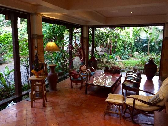 Santitham Guest House: Great place to chill out adjacent to the restaurant area...