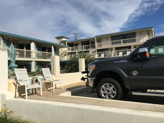 parking area picture of cabrillo inn at the beach santa. Black Bedroom Furniture Sets. Home Design Ideas