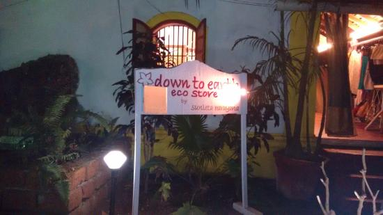 Anjuna, Indien: Boutique in the courtyard