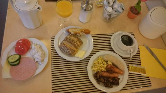 Ambassador Hotel Karlsruhe: Très bon petit dej. Amateurs de fruits et céréales se régaleront aussi!