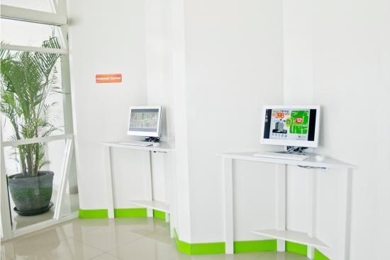 POP! Hotel Kemang Jakarta : Internet Corner