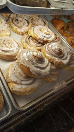 Astoria Pastry Shop: 20160416_110724_large.jpg