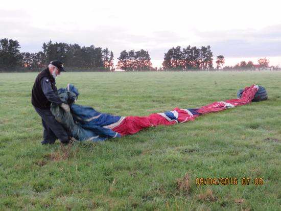 Aoraki Balloon Safaris : Rolling out the balloon in readiness for flight