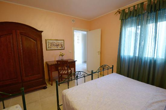 Pino Residence : camera matrimoniale