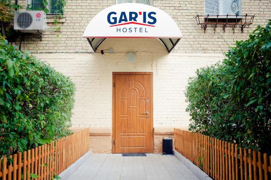 Gar'is Hostel: Main entrance