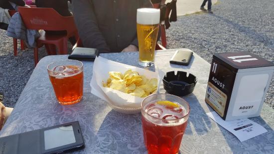 CLASSIC ROCK BEACH CAFE': Aperitivo con spritz e birra media
