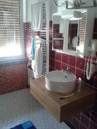 Hotel Gasthaus Rogge: Blick ins große Badezimmer