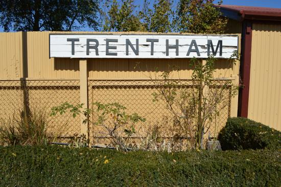 Trentham, Australia: Old railway sign