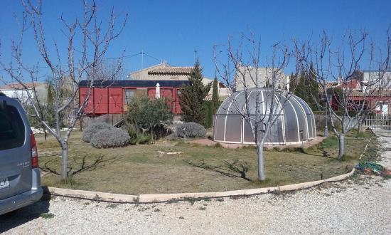 Archivel, إسبانيا: Jardín y jacuzzi
