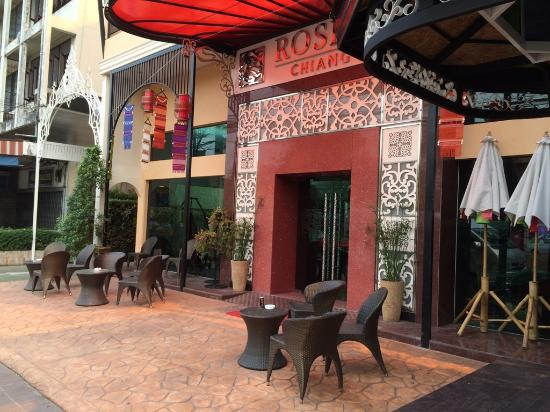 Roseate Hotel: Front Entrance