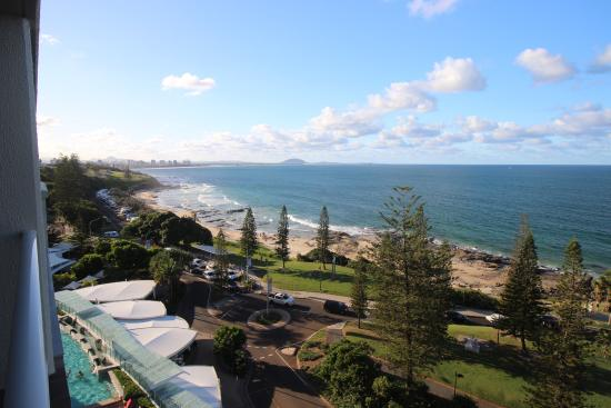 Pacific Beach Resort: View from level 9 towards Alexandra Headland