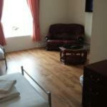Colwyn Hotel: This is what I want small price werry good  rooms