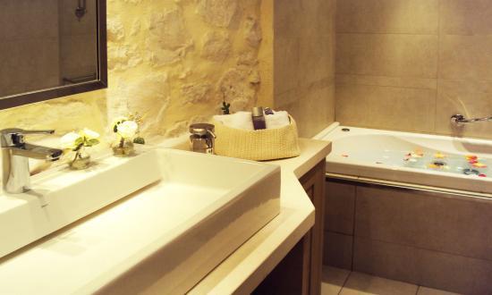 Marathias, Yunani: One of our beautiful bathrooms