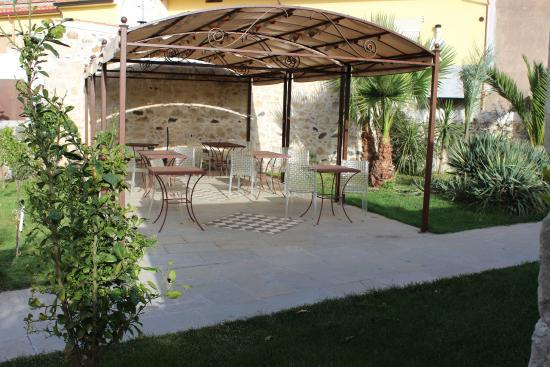 Tresnuraghes, อิตาลี: giardino interno