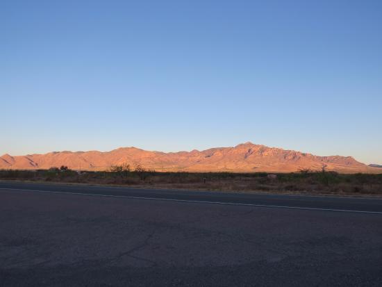 Rodeo, Nuevo Mexico: Sunrise on the Chiricahua Mountains 4/14/16