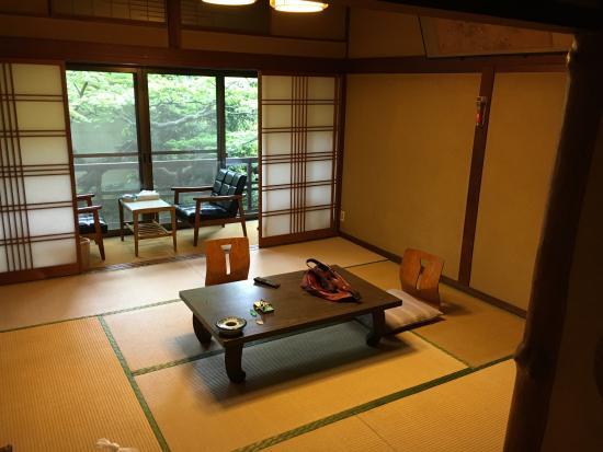 Konishiya : 古いながらもとても清潔な気持ち良い部屋です。