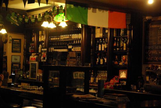 Hennessy's Irish Bar: bar