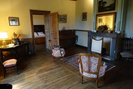 Château de Cibioux : Le salon de la suite