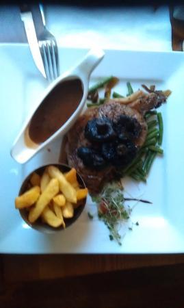 Bandon, Irlandia: Steak with Fries and peppercorn sauce