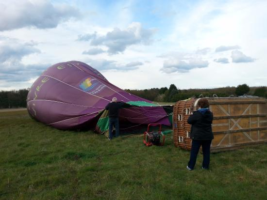 Sainte-Catherine-de-Fierbois, Francia: Filling the balloon