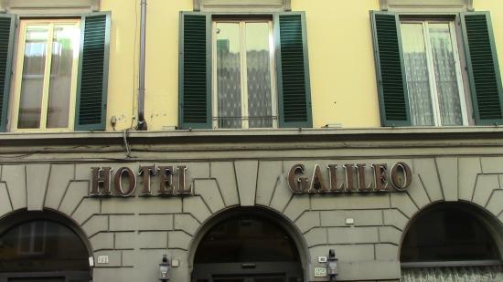 Galileo Hotel: Scritta all'entrata