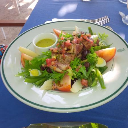 Round Hill Dining: Tuna salad