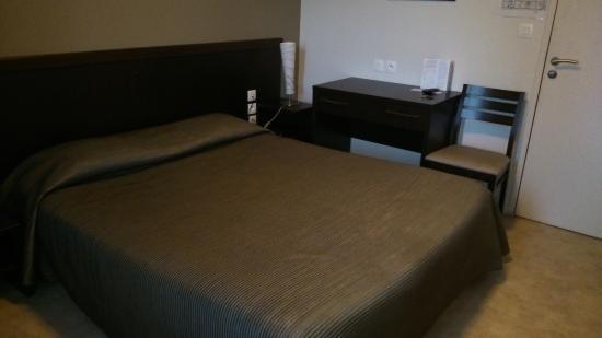 le fin bistrot hotel restaurant bar 2 lit et mixe. Black Bedroom Furniture Sets. Home Design Ideas