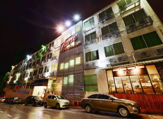 tune hotel waterfront kuching exterior night view picture of tune rh tripadvisor com sg