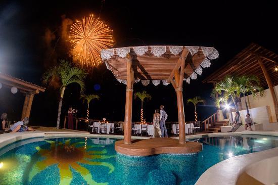 Playa Fiesta BeachClub & Hotel: surprise fireworks