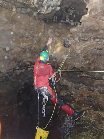 Bonsall, UK: Confidence inspiring guide Tom sorting the rope work for a traverse.