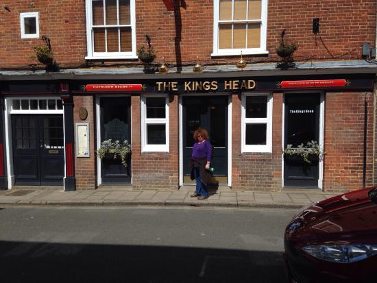 ‪The Kings Head Bar‬