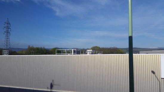 Dorlisheim, França: Vu directe sur le mur du centre commercial