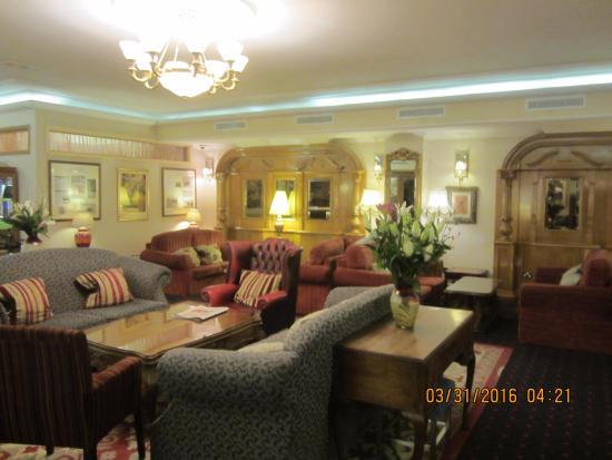 Park House Hotel: Sitting area off the lobby.
