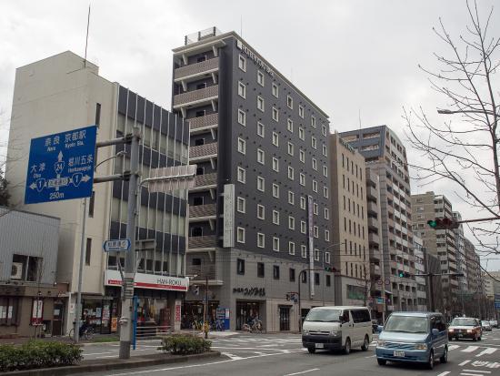 HOTEL KYOTO BASE : 大通りに面しているので判りやすい