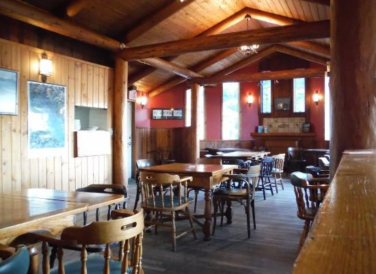 Landing Neighbourhood Pub: PLENTY OF SEATING