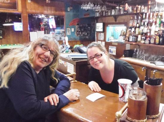 Quathiaski Cove, Canada: COLLEEN AND DIXIE, OUR WONDERFUL SERVER!