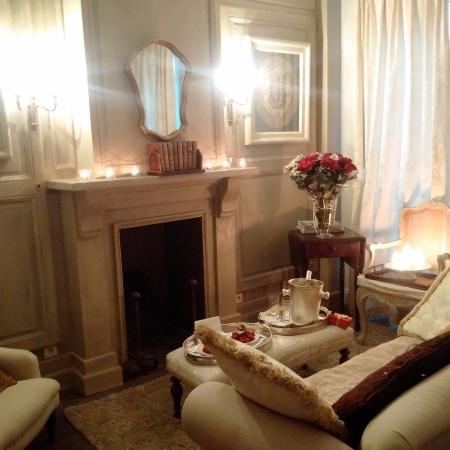 Maison le Dragon Guesthouse: Décorée sur la demande de ma femme par notre hôte pour notre anniversaire