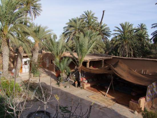 Nomades - Maison d'Hotes : Vue du toit-terrasse sur le salon extérieur