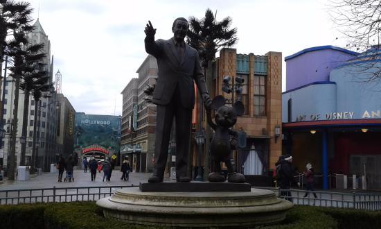 Walt Disney And Micky Statue Welcomes To You Disney Studio Paris