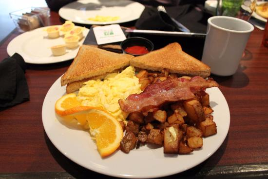 Holiday Inn Windsor Downtown: Great breakfast!