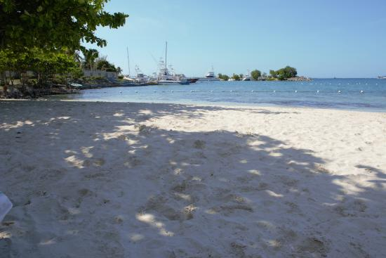 Jamaica Grande Beach: Very tranquil, no harassment from anyone.