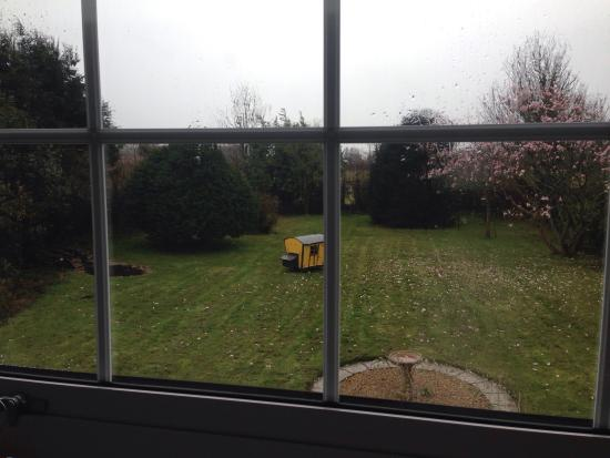 Hailstones Farm: The tea & coffee facilities had a wide variety, clean bathroom and a cute view from our window.